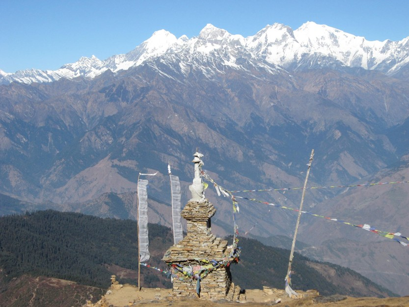 nepal-6-mountains-and-stupa